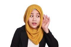 Donna di affari musulmana Hearing Gesture immagini stock libere da diritti