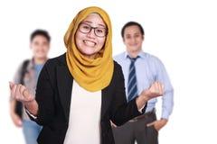 Donna di affari musulmana Winning Gesture fotografie stock libere da diritti