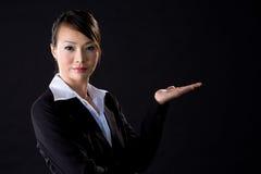 Donna di affari nel nero Immagini Stock