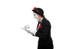 Donna di affari nel PC della compressa della tenuta del mimo di immagine immagini stock