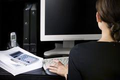 Donna di affari nel suo luogo di lavoro Fotografia Stock