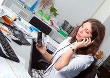 Donna di affari nel suo luogo di lavoro. Immagini Stock Libere da Diritti