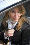 Donna di affari nell'automobile fotografie stock libere da diritti