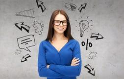 Donna di affari o studente sorridente in vetri Fotografia Stock