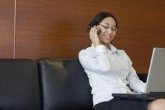 Donna di affari occupata Immagini Stock Libere da Diritti