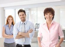 Donna di affari senior e giovani colleghi Immagini Stock