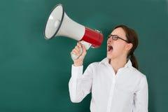 Donna di affari Shouting Though Megaphone Fotografia Stock Libera da Diritti