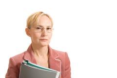 Donna di affari sicura con i dispositivi di piegatura Fotografia Stock