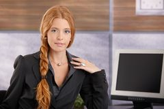Donna di affari sicura di redhead Immagini Stock Libere da Diritti