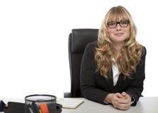 Donna di affari sicura sorridente in vetri Fotografia Stock Libera da Diritti