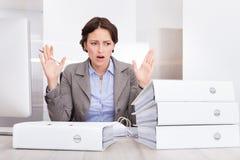 Donna di affari sollecitata immagini stock
