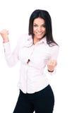 Donna di affari sorridente che celebra il suo vincitore Fotografia Stock
