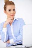 Donna di affari specializzata elegante Fotografia Stock