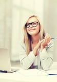 Donna di affari su una riunione Immagine Stock