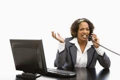 Donna di affari sul telefono. Fotografie Stock