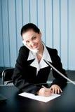Donna di affari sul telefono immagini stock libere da diritti