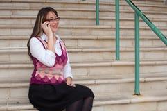 Donna di affari sul telefono delle cellule Immagini Stock Libere da Diritti