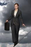 Donna di affari sulla corda Immagine Stock