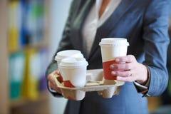 Donna di affari With Takeaway Coffee immagine stock