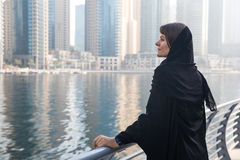 Donna di affari in un abaya Fotografie Stock