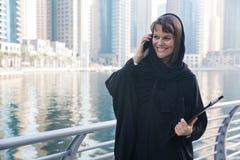 Donna di affari in un abaya Immagini Stock Libere da Diritti