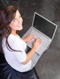 Donna di affari un ufficio moderno Immagine Stock