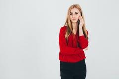 Donna di affari in una blusa rossa Fotografie Stock Libere da Diritti