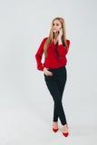 Donna di affari in una blusa rossa Fotografie Stock