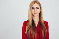 Donna di affari in una blusa rossa Immagini Stock Libere da Diritti