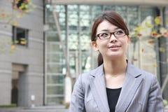 Donna di affari in una città Immagine Stock Libera da Diritti