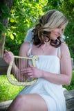 Donna di angelo con l'arpa Immagine Stock