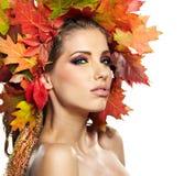 Donna di autunno. fotografia stock