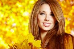 Donna di autunno fotografie stock