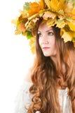 Donna di autunno con la parte superiore delle foglie di acero di caduta Fotografia Stock