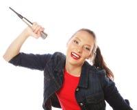 Donna di bellezza che porta maglietta rossa con il microfono Immagini Stock