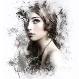 Donna di bellezza con capelli ricci lunghi Fotografia Stock Libera da Diritti
