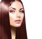 Donna di bellezza con i capelli lunghi di Brown fotografie stock