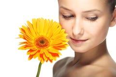 Donna di bellezza con il fiore Immagini Stock Libere da Diritti