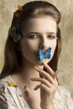 Donna di bellezza con la farfalla Fotografie Stock Libere da Diritti