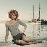 Donna di bellezza sul mare immagine stock