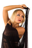 Donna di bellezza in vestito nero fotografia stock