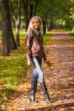 Donna di caduta di autunno Fotografia Stock Libera da Diritti