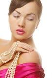 Donna di clamore con la perla Immagini Stock
