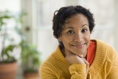 Donna di colore abbastanza giovane Immagini Stock Libere da Diritti