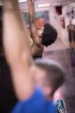 Donna di colore che fa esercizio di immersione Immagine Stock Libera da Diritti