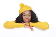 Donna di colore con il bordo bianco vuoto Fotografia Stock Libera da Diritti