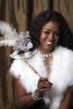 Donna di colore con la mascherina di carnevale fotografia stock