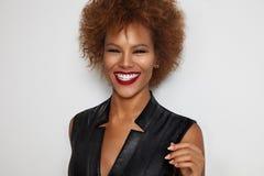 Donna di colore di risata Fotografie Stock Libere da Diritti