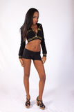 Donna di colore graziosa in blusa e negli shorts Immagine Stock Libera da Diritti
