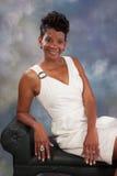 Donna di colore nel bianco Fotografia Stock